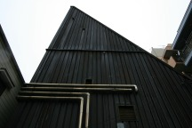 ピョコンと尖がる屋根