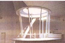螺旋階段を囲むようにR型のキッチン(ニクイ!)