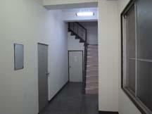 殺風景な階段室。何かを飾ってみたい。