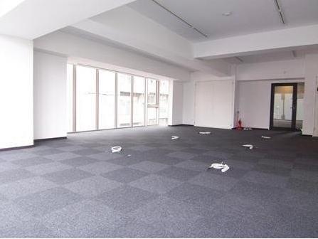 床はOAフロアです。