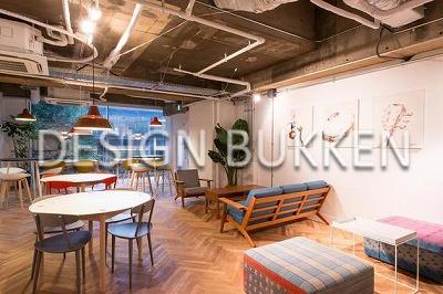 専用ラウンジ: ヴィンテージ家具が並ぶ創造空間