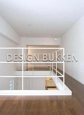 室内スペース: 上階は4帖・5帖の空間を廊下で繋ぐ