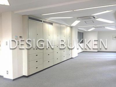 室内スペース: オフィスキャビネット5台を据える