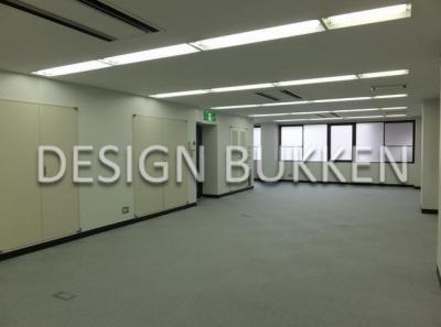 室内スペース: 2階はスタンダードなオフィス仕様