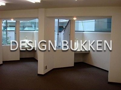 専用室内: 窓際にブース状の造作デスク※参考写真�